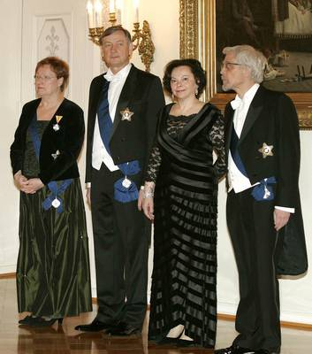 The Slovenian President, Dr Danilo Türk, and his wife, Barbara Miklič Türk, attend the gala dinner held in their honour, hosted by the Finnish President, Tarja Halonen, and her husband, Dr Pentti Arajärvi (photo: Tina Kosec/STA)